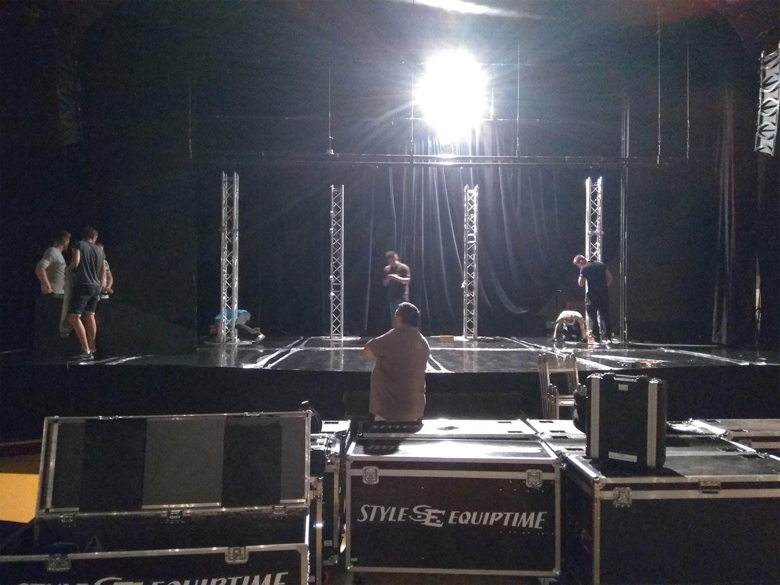 Оборудование светодиодный экран, оборудование для звука, услуга или аренда. Киев, Украина. Компания Эквиптайм