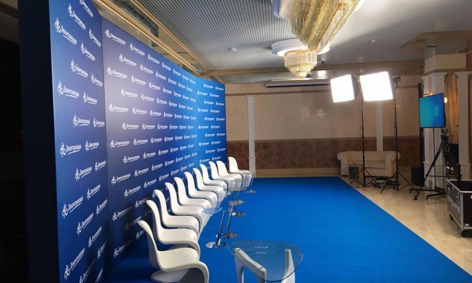 Баннер как элемент брендирования сценического пространства, услуга или аренда. Киев, Украина. Компания Эквиптайм