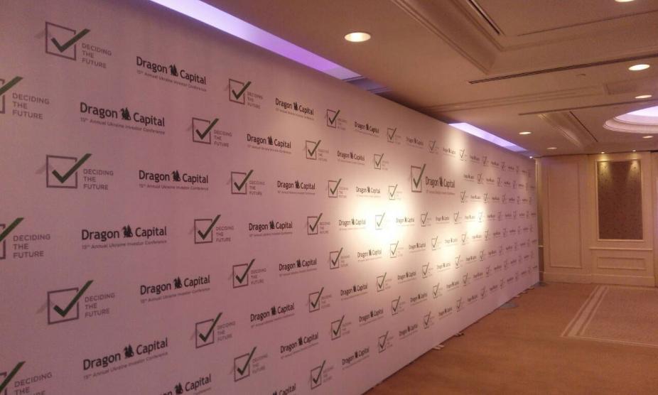 Монтаж баннерных конструкций на ежегодной конференции инвесторов, услуга или аренда. Киев, Украина. Компания Эквиптайм